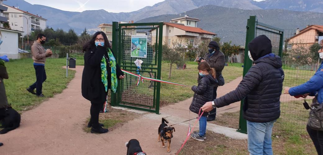 Nel quartiere San Pietro inaugurata la prima area pubblica di sgambamento per cani del Golfo